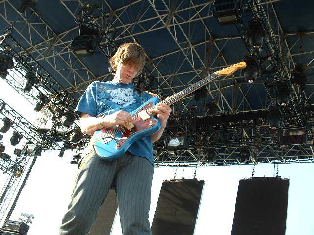 Sonic Youths's Thurston Moore freaks out